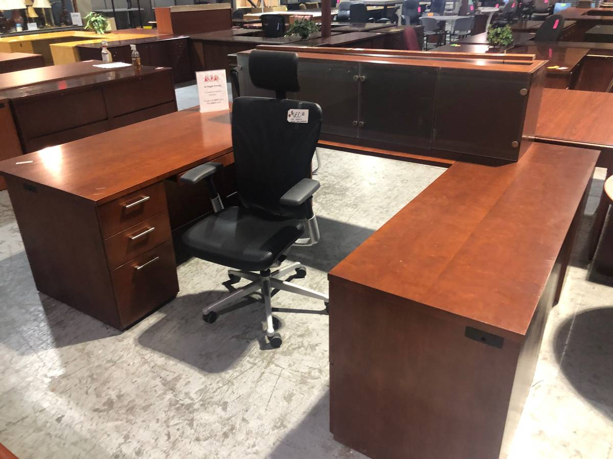 Executive U-Shaped Office Desk & Wall Hutch (Used ...